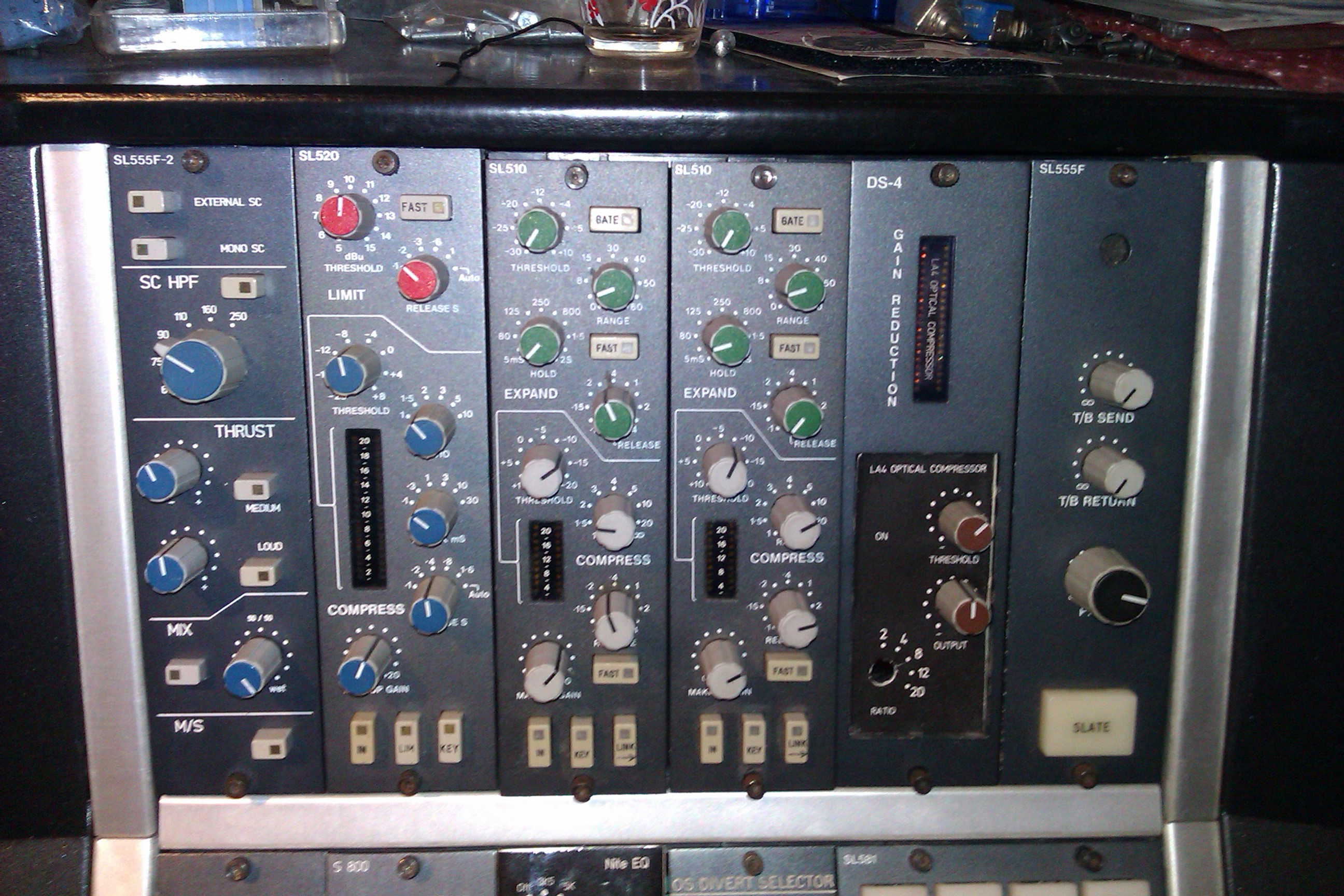 fltr : custom Sidechain driver for the 520 compressor, SSL 520 compressor (original) 2x SSL 510 compressors (original), La4a custom cassette, modified LMC compressor cassette