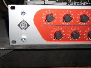Neumann V475 summingbox logo